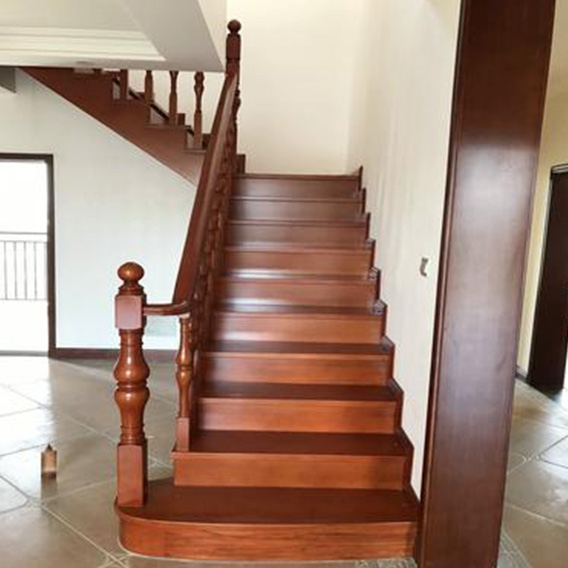 Boutique stairs